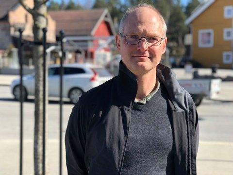 TO SIKRE, EN USIKKER: Kommuneoverlege Jon Iver Fougner vet ikke sikkert hvor en av de totalt ni smittede i Elverum er smittet.