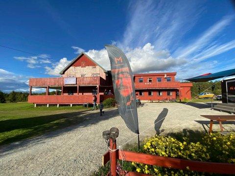 TRENGER DRIVERE: Lars Monsen kjøpte Femund Lodge i Elgå i fjor sommer. Nå er han på jakt etter noen til å drive stedet.