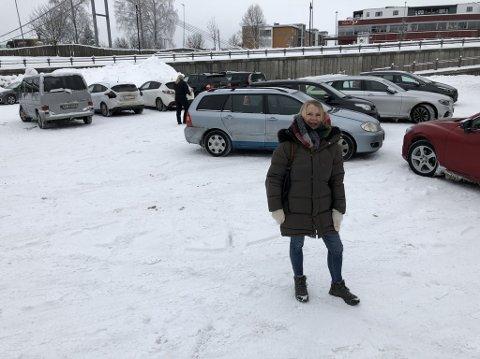 AVGIFT: Nå koster det penger hvis du skal parkere i Garvergården. Det opplyser gårdeier Vivi Lunke Røhne.