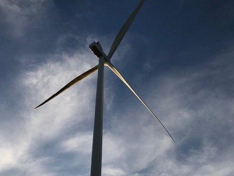 FULL STOPP: Austri Vind har stanset driften på fem av vindturbinene de har i drift på Kjølberget etter at en tilsvarende vindturbin kollapset ved Aldermyrberget i Sverige.