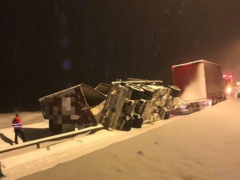 ULYKKE: Sjåførene kom fra ulykken på Åsta i Åmot uten skader.