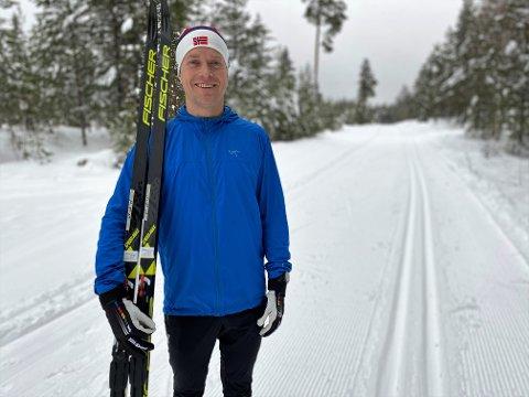 INVITERER TIL KONKURRANSE: Amund Sigstad har vekket til live Tour de Ski, slit og kut for å stilne elverumsingenes konkurransesug. Fram til 7. mars kan man registrere sin deltakelse via treningsappen Strava.