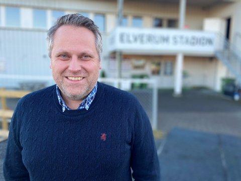UTLYSER STILLING: Daglig leder i Elverum Fotball, Ole Anders Arntsen, har lyst ut en stilling som markeds- og SoMe-koordinator. Og han er klar på at personen som får jobben, må være svært resultatfokusert.