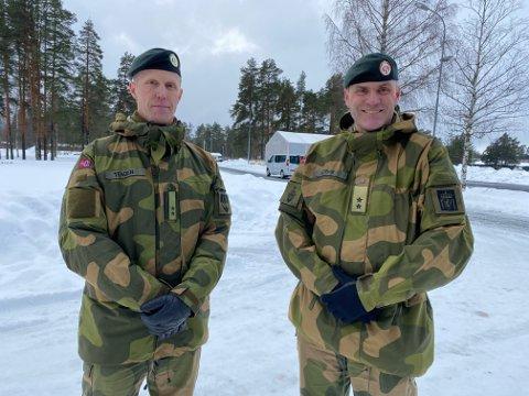 STOLTE: Hærsjef Lars Lervik (til høyre) og oberstløytnant Ole-Christian Tenden gleder seg over at rekruttutdanningen i Hæren samles på Terningmoen. – Et løft for Forsvaret og Østerdal garnison.