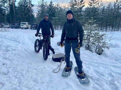 STIVESENET: Torgeir Østeneng (foran) og Fredrik Steenberg Thompson er en del av den høyst uoffisielle fruppa Stivesenet som har gått opp over to mil med stier i Elverums skoger.