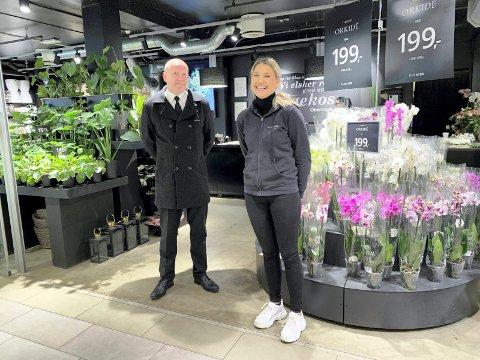 SAMARBEID: Bjørn Inge Elsmo Dahl fra Elverum Begravelses byrå og Hanne Skaret ved Floriss Stil Blomster har inngått et samarbeid om sorgbinderi.