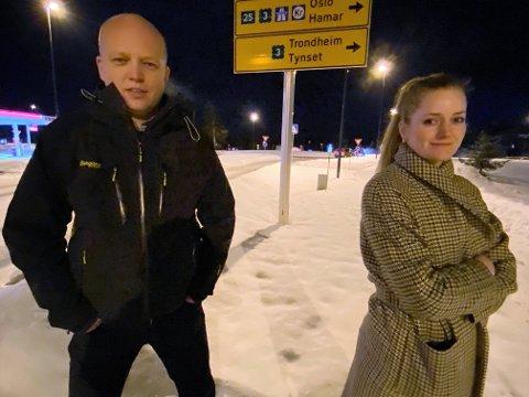 MÅ TA TAK: Samferdselsministeren må rydde opp i usikkerheten rundt vegvedlikeholdet på riksveg 3, krever Sp-leder Trygve Magnus Slagsvold Vedum og stortingsrepresentant Emilie Enger Mehl.
