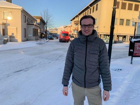 EIENDOM: Lars-Erik Knippa foran St. Olavsgate der YC Eiendom eier byggene på vestsida av gata.