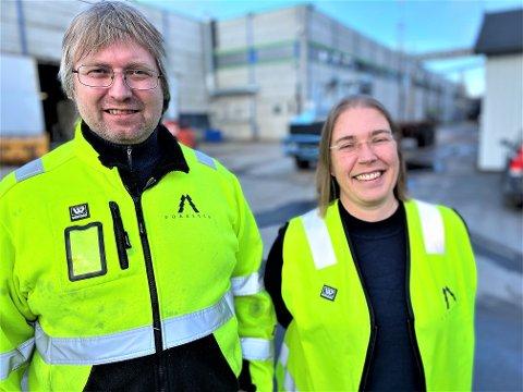 STARTET NEDERST: – Det er viktig at også voksne over 25 år får tilbud om fagbrev, sier fabrikksjef Espen Svenneby og personalsjef Hilde Slettvoll ved Forestia. Selv var de skoleleie og begynte på golvet før de steg i gradene.