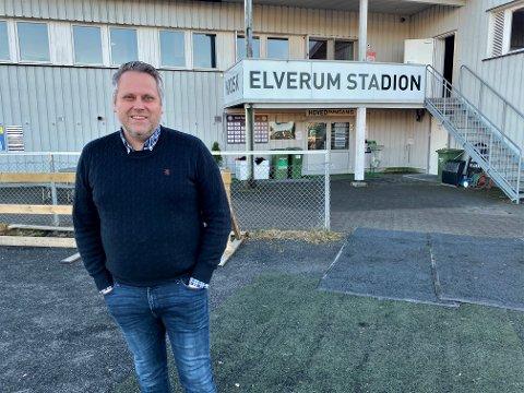 LANGSIKTIGE PLANER: Daglig leder i Elverum Fotball, Ole Anders Arntsen, mener klubben bør ta seg råd til å bruke tid på å etablere seg som 2. divisjonsklubb. Nå ønsker han å ansette en sportssjef som skal bidra både i satsingen på egenutvikling og i å hente riktige spillertyper.