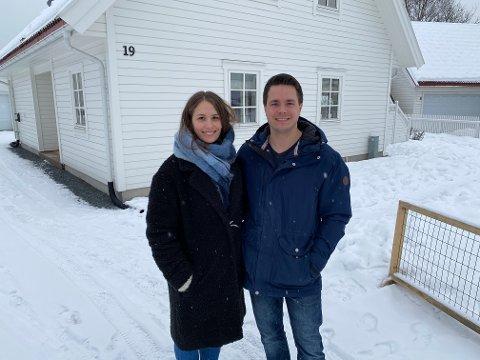 BOLIGKJØPERE: Mirja Olsen fra Vestad og Robin Paulsbyen fra Hanstad kjøpte enebolig på Søbakken i fjor sommer.