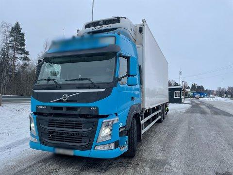 STOPPET IKKE: Denne lastebilen og føreren stoppet ikke for kontroll på Namnå i Solør. Da måtte en patrulje fra Statens vegvesen kjøre etter.