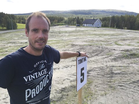 FÅR ETTERBETALT: Utbygger Ken Olav Phillips får etterbetalt drøyt 100 000 kroner som godtgjøring for grunnerverv ved etablering av gang- og sykkelvei ved Jørgensmoen.