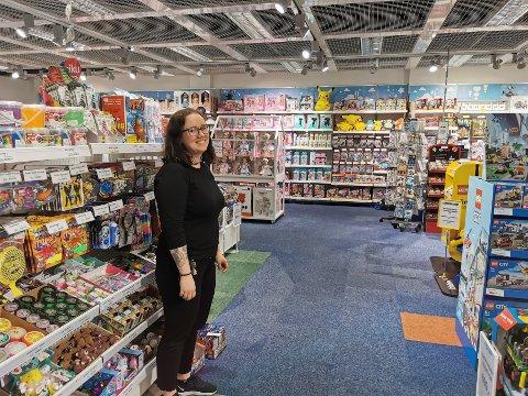 SOLID ÅR: Camilla Krogsæter hos Kozmos Elverum har lagt bak seg et av sine bedre salgsår. Nå ser hun fram mot fortsettelsen av 2021.