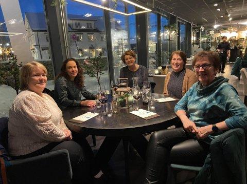 Fra venstre: Pia Hansen, Stephanie Vogel, Elise Furuholmen Haugstad, Heidi Grønvold Bøe og Karin Nersveen.