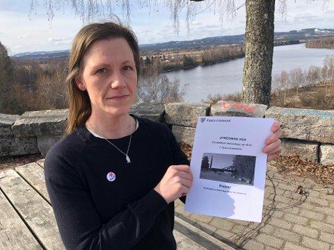 GRUNDIG: Jannice Birkeland og Åsnes Rødt har lagt ned mye arbeid i sin uttalelse om skolestrukturen. Kommunen har mottatt 28 uttalelser.