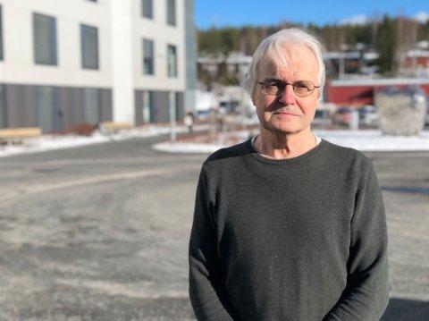 VANSKELIG: Knut Skulberg sier det vil være vanskelig å vedta lokale forskrifter rettet mot barn og unge med tanke på smittesituasjonen i Elverum.
