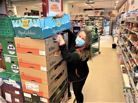 NY JOBB: «Dansebanddronningen» Anne Nørdsti på sin nye jobb på Spar i Alvdal.