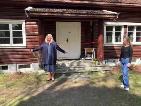 BRUKE: – Jeg håper mange vil bruke dette tilbudet, for det skal jeg, sier ordfører Lillian Skjørvik. Anette Berger til høyre.
