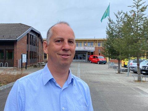 HOLD DEG HJEMME: Kommuneoverlege Ole Lohmann anbefaler alle å unngå unødvendige reiser ut av Åmot.