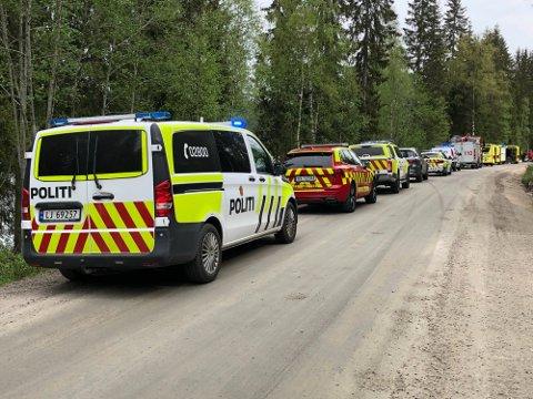 ULYKKE: Nødetatene har rykket ut til ulykkesstedet. Så lenge de jobber på stedet vil vegen være stengt, opplyser operasjonsleder Øyvind Bakken ved Innlandet politidistrikt.