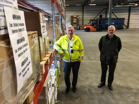 ESKE PÅ ESKE: Kjell Skaugen (til venstre) og Geir Michaelsen i en av lagerhallene.