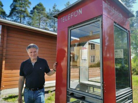 MINNER: Leder for seksjon kulturhistorie, Ola Mørkhagen, er glad for at kiosken endelig har kommet opp, etter mange år på lager. - Den vekker nok mange minner, sier han.