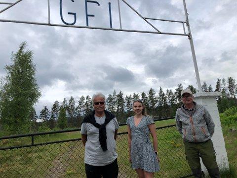 NYTT TILBUD: Grue Finnskog IL bruker nordre sving i Fritidsparken til bobilplasser. Jørn Skaslien, Ida S. Holen og Tobjørn Bekken har tro på at dette blir tatt godt i mot.