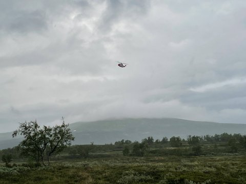 SØK I LUFTA: Det er satt inn helikopter i søket etter den savnede kvinnen.