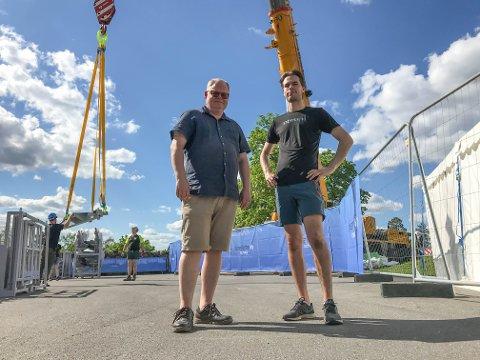 NÅ SKJER DET: Daglig leder Sondre Sandum (t.h.) og Thomas Larsen, ansvarlig for mat og drikke, inviterer glåmdølene opp i skyene. Et lunsjløft tar rundt 50 minutter mens under en middag henger man i lufta i en drøy time.