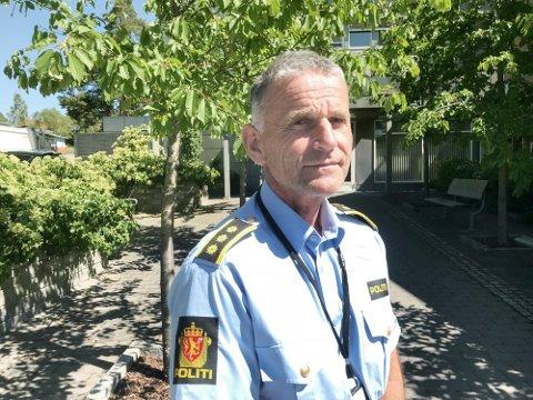 VENTER I SPENNING: Gjermund Thoresen er politistasjonssjef i Kongsvinger. Han er spent på hva som skjer når Värmland går fra rødt til grønt, noe som kan skje om få dager.