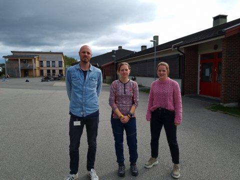 SKUFFET: Øistein Tønsager, Marit Strætkvern og Sandra Lorette Bratli skjønner lite av vedtaket om å legge ned ungdomstrinnet på Hanstad.