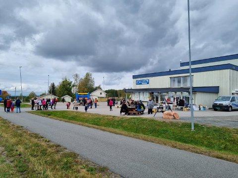 SØRSKOGBYGDADAGEN: Mange folk samlet seg til Sørskobygda samfunnshus for å delta på Sørskogbygdadagen.