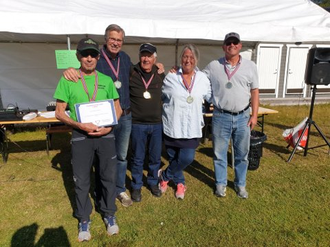 SUVERENE: KubbKam, Trond Pedersen, Per Olav Bakken, Einar Faldmo, Helle Nyhus og Guttorm Dilling, var suverene under det første Trysil-mesterskapet i kubb.