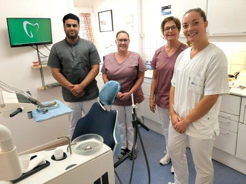 NY TANNLEGE: Bertine Usterud-Svendsen (26) er ny tannlege ved Tynset Tannlegesenter. Der jobber også Omar Hussein og sekretærene Cathrine Raabe og Solvår Røe Bjørklund.