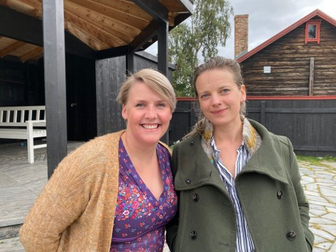KVIKNEDØLER: Siri Beate Fossum og Anne Linn Vingelsgård Schärer tok kulturhusene i regionen med storm i 2020. Nå begynner de å bli varme i trøya, og er klare med hver sine høstprogram. Program som oser av både nyskaping og velkjent jazz.