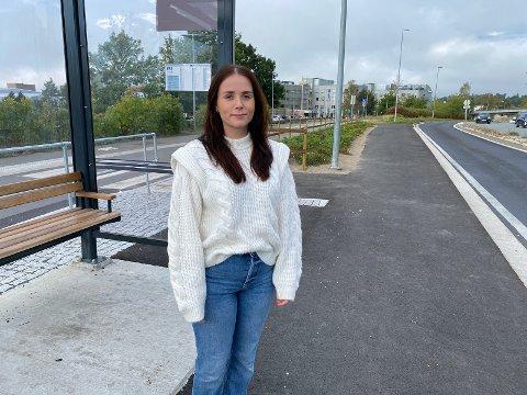 –  FOR DYRT: Oslo Met-student Marte Rønes (23) fra Engerdal synes prisene på Trysilekspressen er altfor høye. -  Staten subsidiere transportselskapene, eller så må selskapene senke prisene, sier hun.