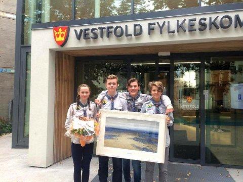Tok imot pris: På bildet fra venstre: Mira Bartho, Martin Kolpus, Mats Carlsen og Ole Jakob Andersen.