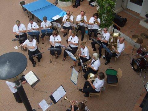 Ikveld tropper flere musikanter enn dette opp når Færder musikkorps inviterer til konsert på Teie skole. Korpset har nemlig blitt flere og også fått ny dirigent. Foto: Privat