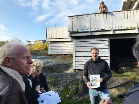 Hytteeier Johan Bondi fikk positive signaler fra politikerne som var møtt fram for å høre om byggeplanene.