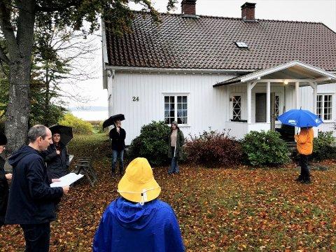 Det er denne eiendommen nord på Tjøme, med egen strandlinje, det dreier seg om. Bildet er fra tidligere i oktober, da politikerne var på befaring på eiendommen før de behandlet søknaden om å bruke den som fritidseiendom.