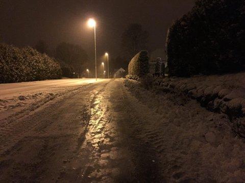 Med temperaturer rundt null og nedbør som både regn, sludd og snø kan det bli vriene kjøreforhold de nærmeste dagene.