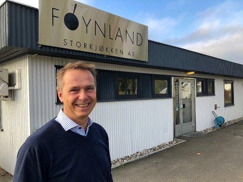 Knut-Martin Østbye er bekymret for trafikken som bedriften han leder skaper i et boligområde på Føynland. Han vurderer flytting og har spilt inn et ønske om omregulering av næringseiendommen til boligformål.