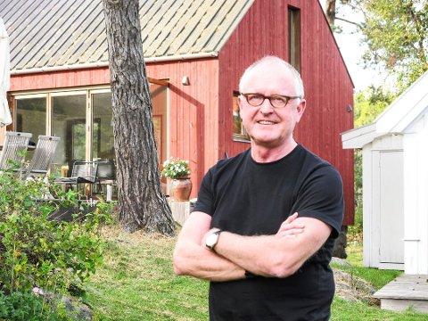 Gudmund Stokke leder arkitektfirmaet Nordic - Office of Architecture i Oslo og har hytte på Tjøme. Der klager han nå på et vedtak om å avslå søknaden om en utrigger.