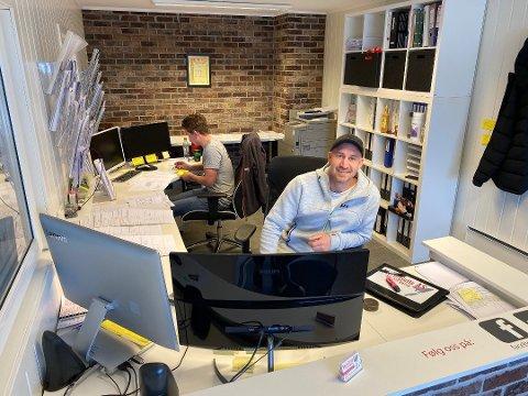 10-ÅRSJUBILEUM: Marius Isaksen er daglig leder i Murergutta AS, som han startet sammen med faren Jan-Vidar i 2010. Aldri før har bedriften hatt et så godt år som i 2019.