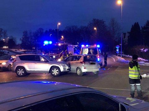 I dette krysset mellom Kjernnåsveien og Kirkeveien er det sendt inn ønske om rundkjøring. Dette bildet er fra en ulykke tidligere i år.