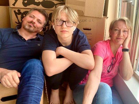 Familien har pakket eskene og straks bor de på Føynland.