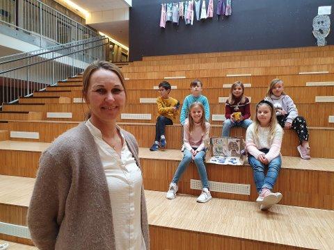 Klassekontakt Merete Findal Vinje har jobbet på en ny måte dette skoleåret for å skape engasjement blant elevene. Haakon (7), Simon (8), Sonja (snart 8), Tuva (8), Serianna (8) og Marie (8) har vært oppfinnere og det var gøy.