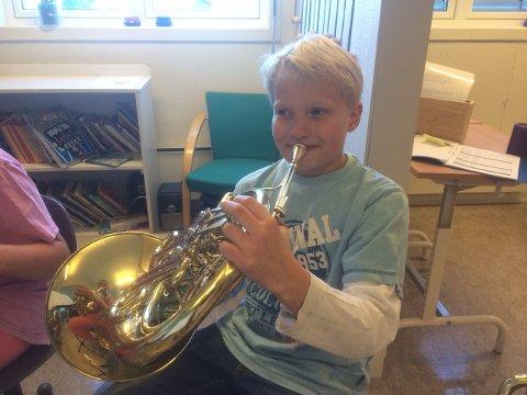 Kalle Hermansen på horn.jpg