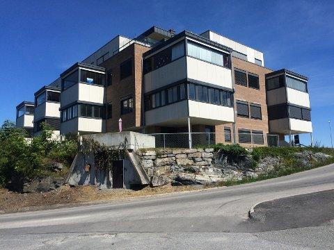 Stein Jaran Fredriksen og Korkom Næring AS vil ombygge ledige kontorlokaler i første etasje i Korvetten Panorama i Brevik til 6 nye leiligheter. Mulig byggestart er høsten 2016 med ferdigstillelse i 2017.